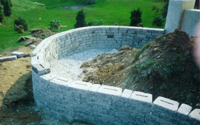 Flower bed retaining wall with Pewter Blend EP Henry block, top view